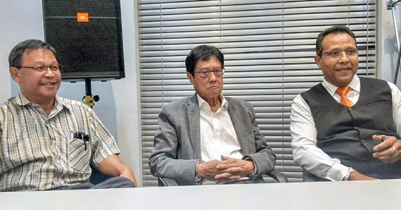 Philippe Hao Thyn Voon (au centre) a le champ libre pour se porter candidat à sa propre sucession.
