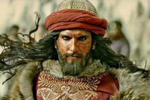 Shahid Kapoor, Deepika Padukone et Ranveer Singh sont les héros de ce film tragique.