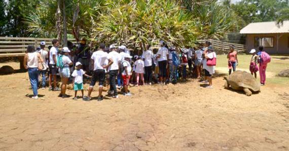 Les enfants ont pu profiter d'une belle journée dans le joli cadre de la Vanille Nature Park  et profiter de plusieurs activités dont une rencontre avec le père Noël.