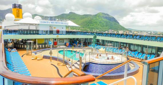 Le bateau peut accueillir 2 680 passagers.