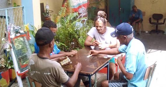 Les résidents de l'abri de Port-Louis ont eu droit à des séances d'art-thérapie.