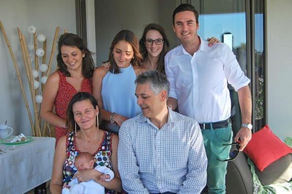 Lors du baptème de son dernier fils, avec sa famille.