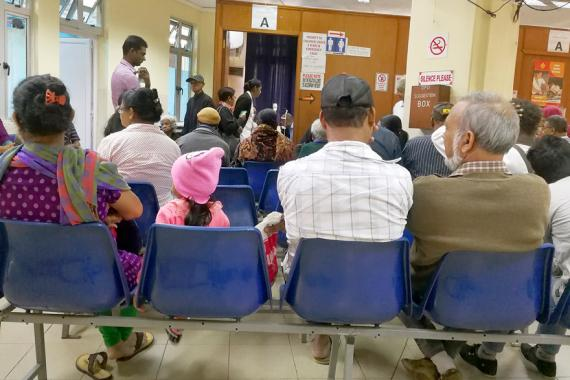 Salle d'attente remplie et petit monsieur  pas très tendre : bienvenue à Moka…