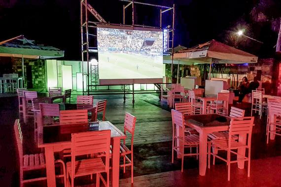 euro 2016 les fan zones tiennent les mauriciens en veil 5 plus dimanche. Black Bedroom Furniture Sets. Home Design Ideas