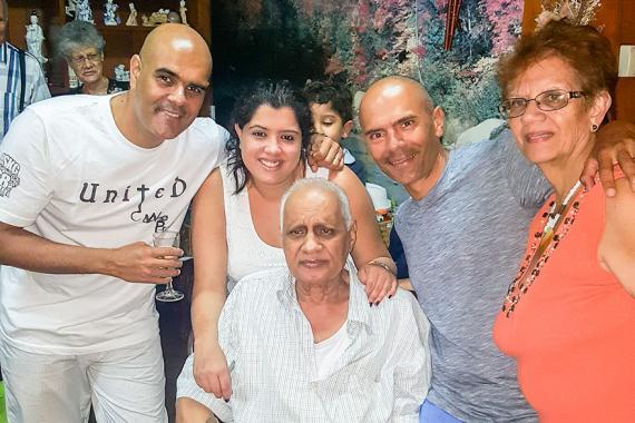 Le musicien a côtoyé des stars mais sa famille avait une place spéciale dans son coeur.