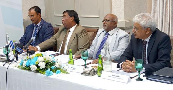 Le ministre des Arts et de la Culture, et ses partenaires lors du dévoilement du logo et des guidelines du fonds.