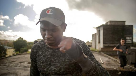 Ismael est un jeune de 20 ans qui veut faire de belles rencontres et des films qui lui font plaisir.