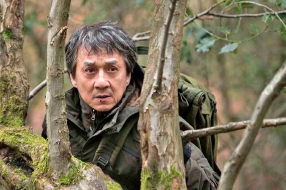 Jackie Chan trouve ici l'un des rôles les plus sombres de sa carrière, aux côtés de Pierce Brosnan.
