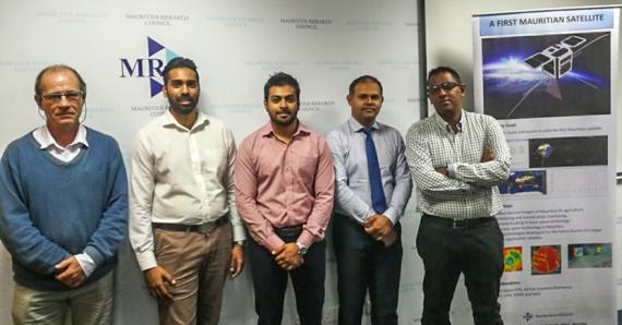 L'équipe du Mauritius Research Council : Jean-Marc Momplé, Koushul Narrain,  Faraaz Shamutally, le Dr Vikram Bissonauth et Ziyaad Soreefan.