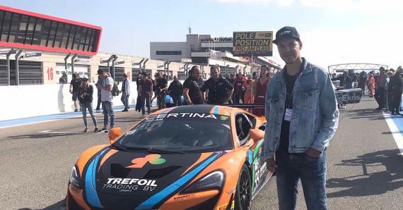 Le jeune homme est le fondateur et directeur de Motors Formula Team / Consulting in automotive and racing.