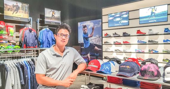 Stephane Lee, directeur d'ALL Sports, a mis en place l'événement pour célébrer symboliquement les 20 ans de la chaîne de magasins.