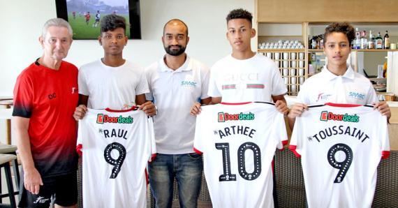 Darel Arthée, Shaun Toussaint et Rahul Mungur, en compagnie de David Callow et de Mathieu Thevenet.