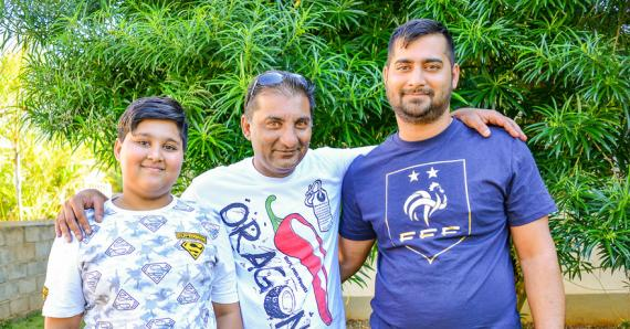 Le personnage aux nombreux followers avec ses deux fils, Shabaan et Shayaan.