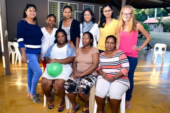 Marie-Anne Lagane (à l'extrême gauche) compte sur ses bénévoles pour donner  le meilleur aux enfants.