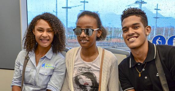 Noëmi Alphonse, Anndora Julie Asaun et Loïc Bhugeerathee ont pris place à bord de l'Urbos 100.