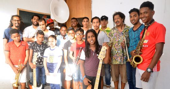 Les musiciens de l'Atelier Mo'Zar sont tout excités à l'idée de se produire à Cuba.