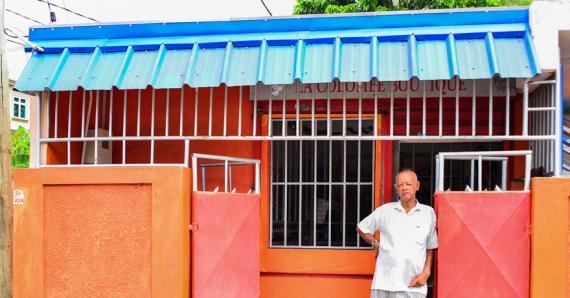 Depuis le vol, Antonio songe à faire installer des caméras de surveillance devant son commerce.