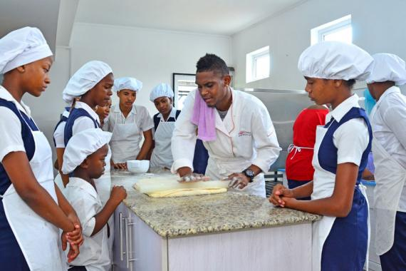 L'école de pâtisserie et de boulangerie de DLD Teen Hope Project propose de nouvelles opportunités aux élèves.