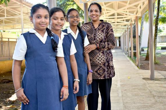 Angelina, Riddhi et Janvi se disent motivées à continuer la sensibilisation à la sécurité routière.