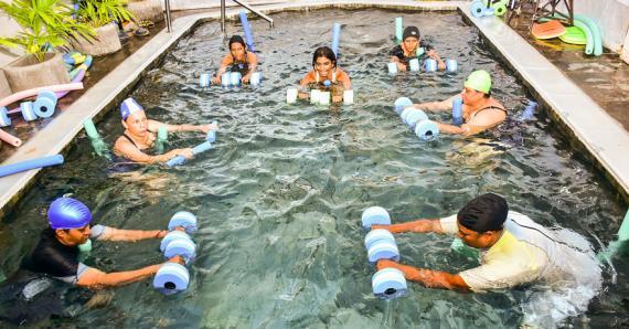 Les exercices dans l'eau comportent de multiples bienfaits, explique Saskia Virahsawmy-Naidoo.