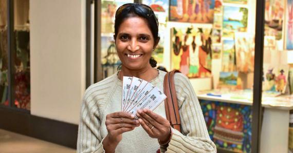 La mère du nageur Kushen Govinden a dû patienter plus de 2 heures pour avoir ses tickets d'entrée.
