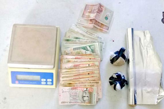 De la drogue synthétique et de l'argent ont été saisis lors de cette opération coup de poing.