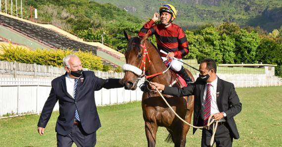 C'est la première victoire d'Alyaasaat au Champ de Mars sans Nooresh Juglall.