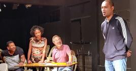 En attendant les trois jours au théâtre de Vacoas, les comédiens et les autres s'activent.