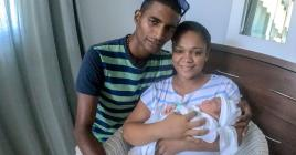 L'arrivée de Thiago, ici avec ses parents, était prévue pour  le 24 mars mais il est né le 12 mars.