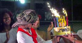 Le temps d'un Zumba Fitness Concert autour du thème Colombian Connection, Giovanni Ramos a célébré un anniversaire très spécial avec celles qui participent à son cours.