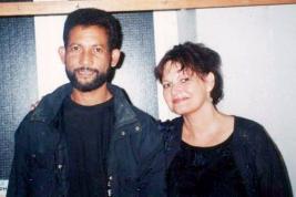 Joyce Veerasamy et la chanteuse en 2004 .