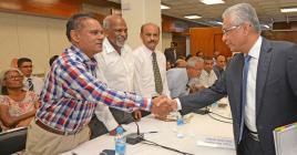 Pravind Jugnauth a présidé la réunion tripartite qui devait déterminer le montant de la compensation salariale.
