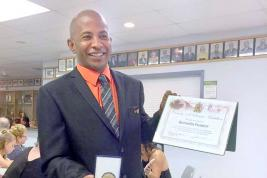 Le Mauricien a reçu une médaille pour sa contribution à la communauté de Brandon-Souris.