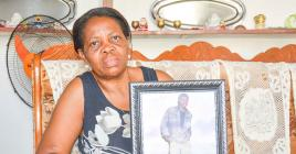 Cette maman est désespérée depuis la mort de son fils.