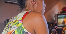 Cette habitante de Baie-du-Cap se remet difficilement d'une césarienne qui a mal tourné.