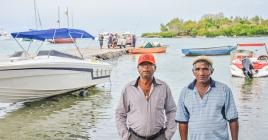La jetée aurait commencé à céder à certains endroits à cause de véhicules qui y feraient le va-et-vient, selon Satiadev Hurrymun et Yacoop Chedy.