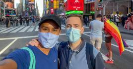 Le Mauricien Shashi Pittea (ici avec Eric) estime que l'élection de Joe Biden favorise une nouvelle ère de coopération et de collaboration non seulement en interne mais également pour influencer la politique mondiale. Il était à Times Square pour célébrer la victoire de Joe Biden et de Kamala Harris.