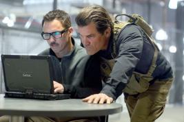 Benicio Del Toro et Josh Brolin dans une situation qui va vite devenir hors de contrôle.