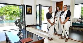 L'uniforme des masseuses d'Aravalli rappelle l'Inde.