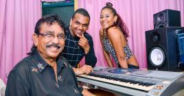 Dans le studio des Armel à Rose-Hill, Mario, Ilario et Stacy bossent avec le sourire.