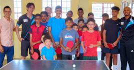 Les jeunes apprentis ont la chance de pouvoir côtoyer des champions de Maurice.