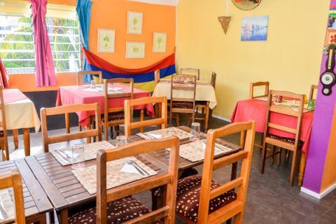 restaurant comme chez nous anooj sur les pas de son p re 5 plus dimanche. Black Bedroom Furniture Sets. Home Design Ideas