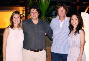 Clémentine Katz, Marketing Manager, Vincent Desvaux de Marigny, Sales & Marketing Director, tous deux du groupe Attitude, accompagnés de René Heuzey et son épouse Yukimi.