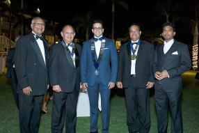 Gérard Manuel, maître de cérémonie de la soirée, Angelo Letimier, président de Mauritius Round Table 41-1, Mithilesh Lallah, Bernard Commarmond, président de Mauritius Round Table 41-5, et le Dr Khushal Rajcoomar, secrétaire de Mauritius Round Table 1.