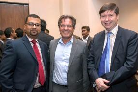 Dharma Basgeet, Director Product Development & Implementation de Ceridian, aux côtés de Sylvain Deslandes, CEO de DCDM Consulting, et Frederic Romann, Managing Director de Capfor Mauritius.