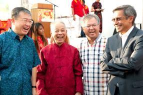 L'ambassadeur de Chine à Maurice, M. Li Li, le Professeur Donald Ah-Chuen, Pierre Yeung, président de la Chinese Chamber of Commerce, et Xavier-Luc Duval, ministre du Tourisme et des communications extérieures.