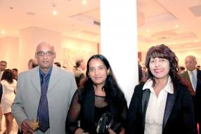 Krishna Pareemamun, Assistant Technical Manager du Mauritius Standard Bureau, Loveetah Bhujohory, Head of Engineering, Mauritius Standard Bureau, et Seedha Nullatemby, Finance Officer, State Investment Corporation.