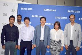 Amit Shah, Managing Director d'AURS, Kevin Chumun, Product Manager chez Samsung Indian Ocean Islands, Jean Pierre Li Sung Sang, Chief Executive Officer de Cash & Carry, Jing Jack Chung, Managing Director de Samsung Indian Ocean Islands, Aurelie David, Product Manager chez Samsung Indian Ocean Islands, et Kapil Reesaul, Executive Head Commercial chez Orange.