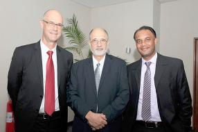 Dominic Béchard, CEO du Consultec Group, Gérard Clozel, Engineering Director de General Electric Ltd, et Shashi Keenoo.