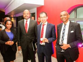 Joy Ndubai, Tax Advisor, KPMG Kenya, Mathieu Mandeng, Chief Executive Officer, Standard Chartered Bank, Désiré Lan, Partner, KPMG Mauritius, et Yogesh Gokool, Head of Global Business, AfrAsia Bank.